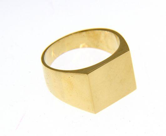 Stylish and bold 18ct Yellow gold ring
