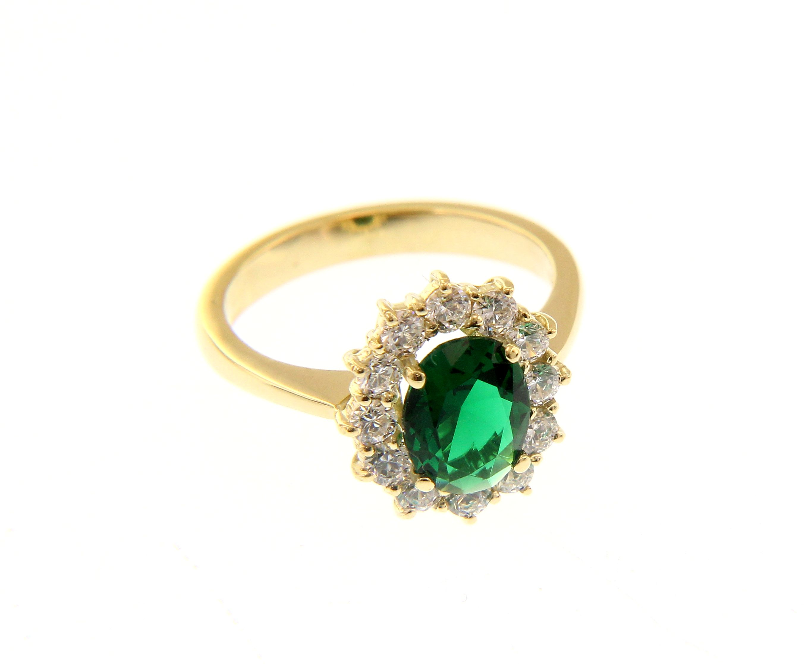 Beautiful 18K yellow gold ring with brilliant cubic zirconia