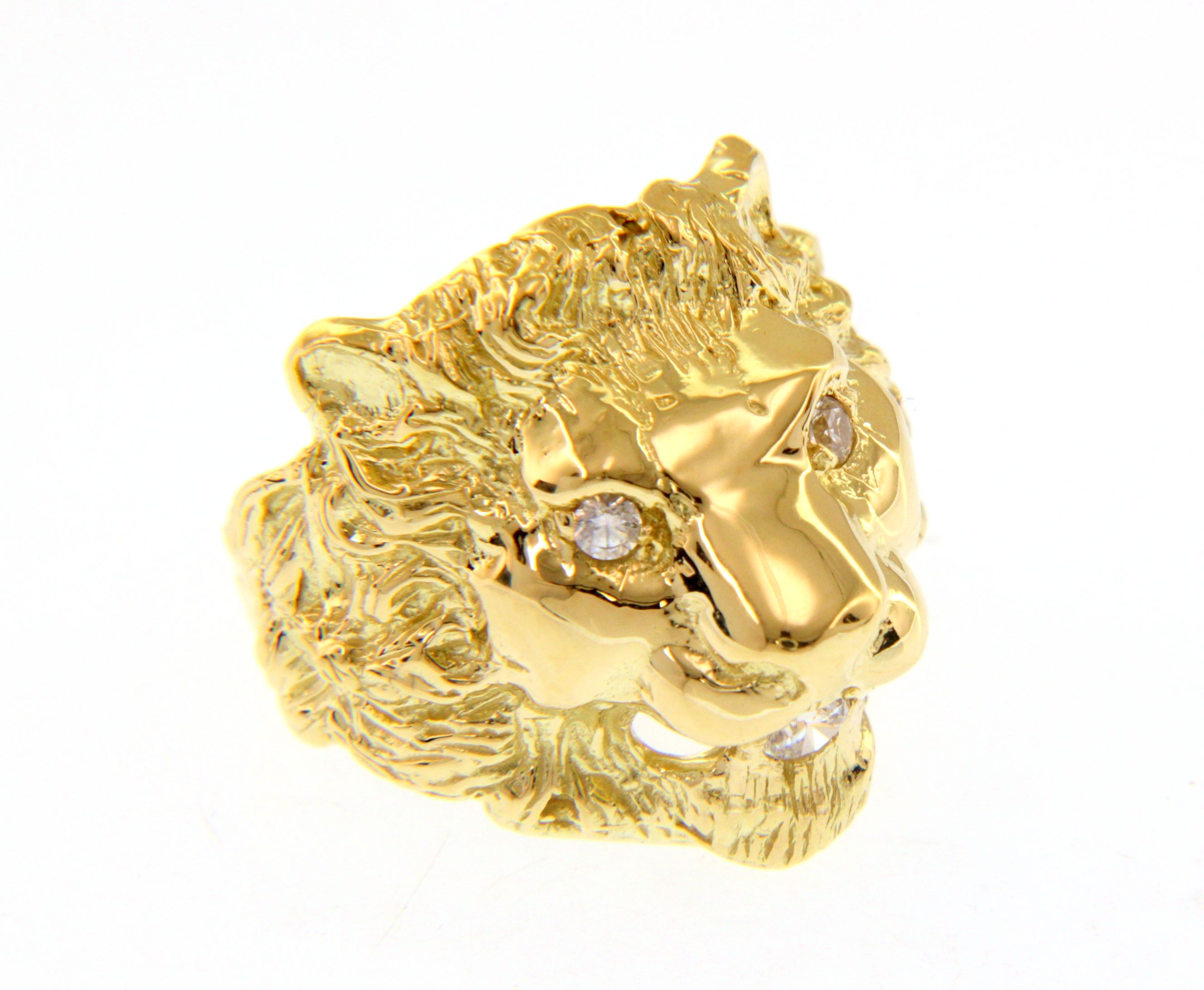 Stylish and bold 18ct Yellow gold ring with lion head