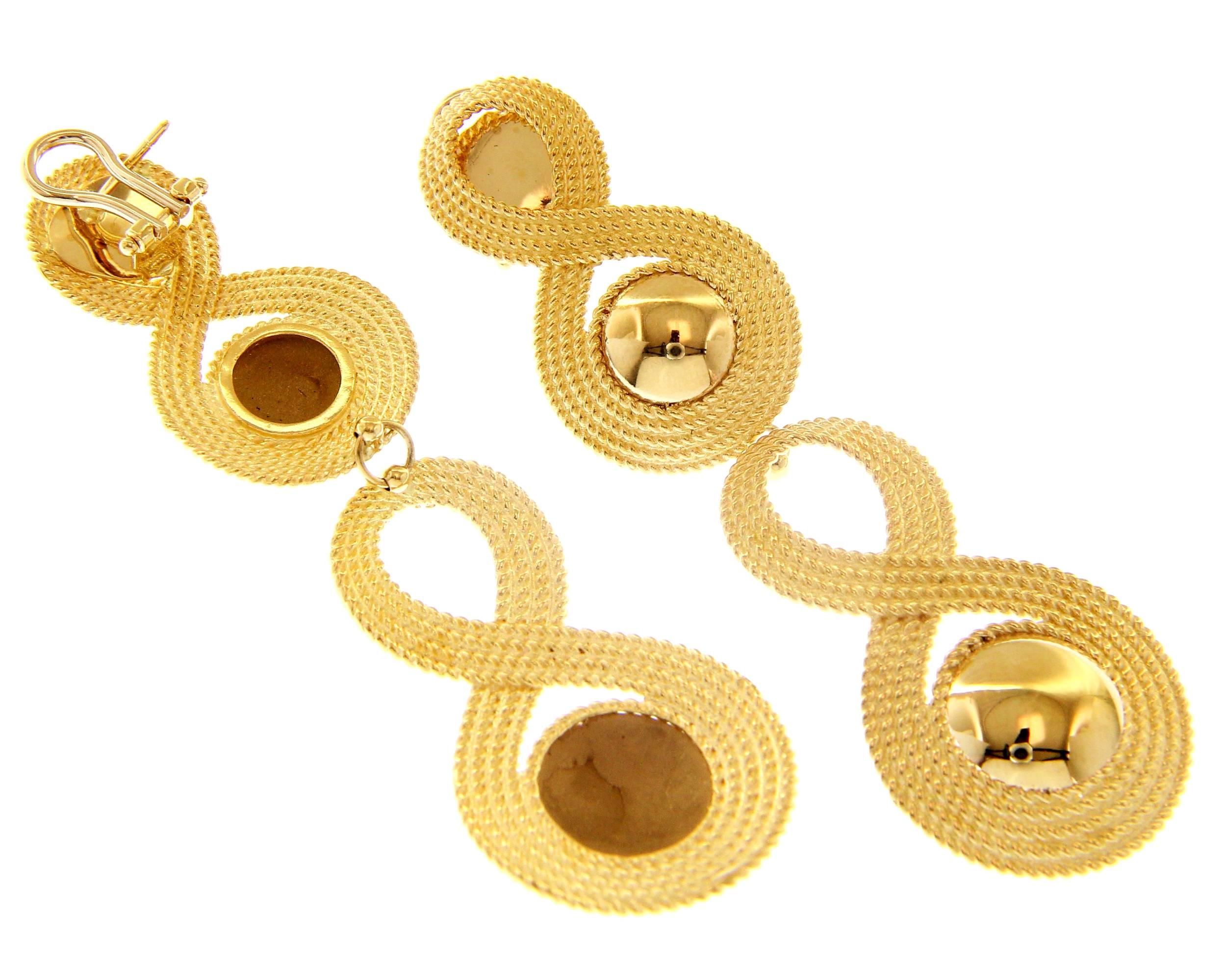 Beautiful 18ct Yellow Gold Omega Clip Pendant Earrings