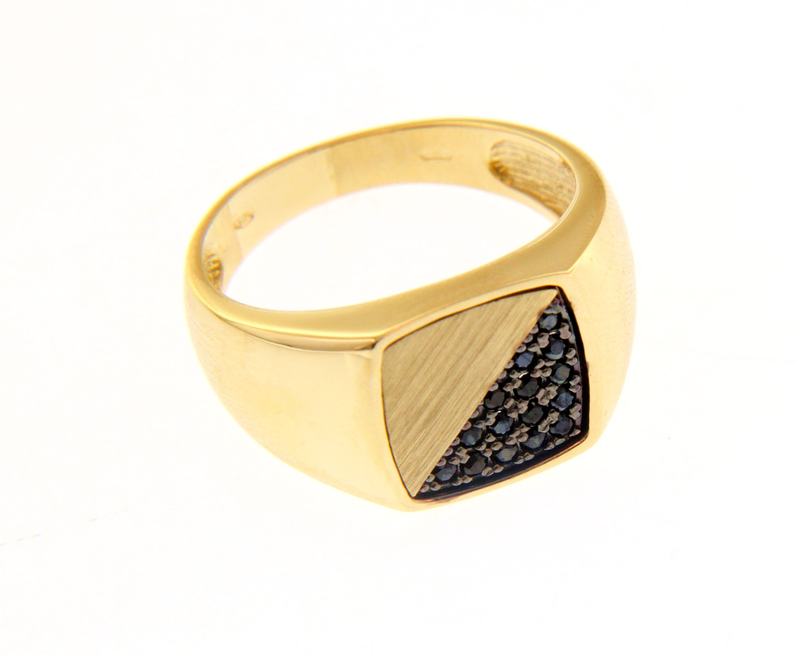 Stylish and bold 18ct Yellow gold ring with Black Spinel