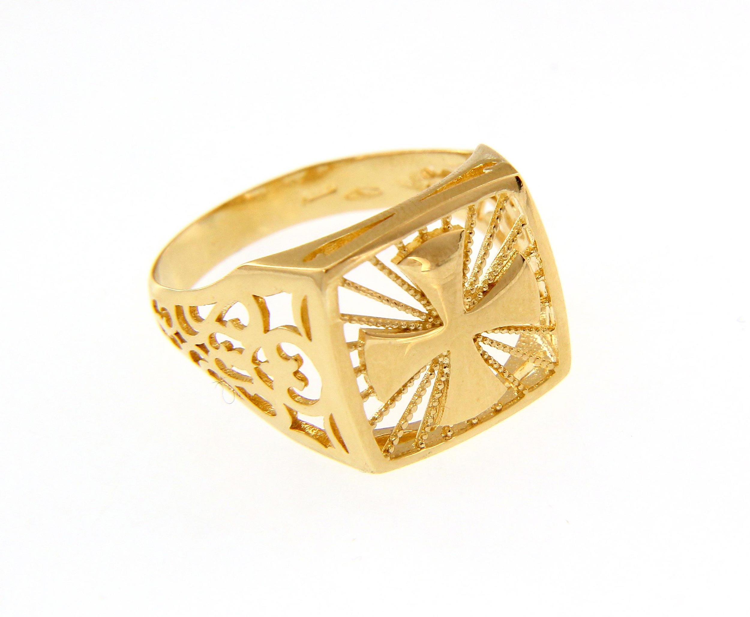 Stylish and bold 18ct Yellow gold Ring with engraved Cross
