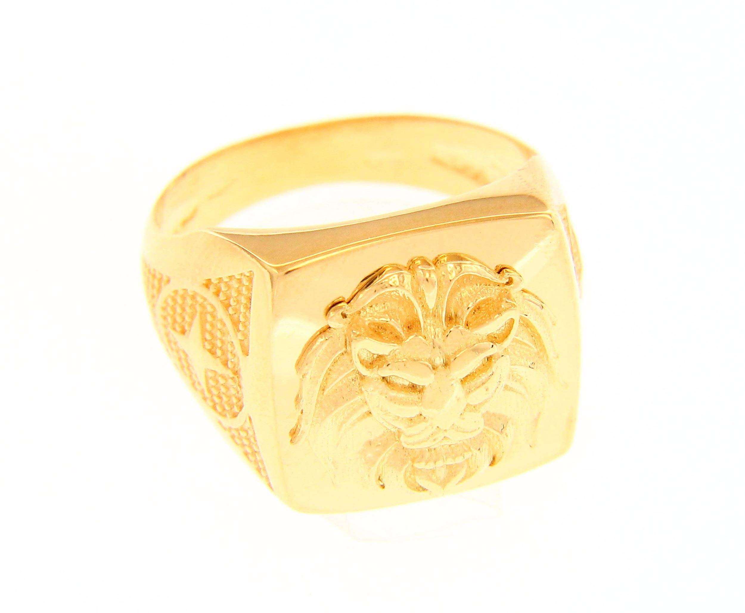 Stylish and bold 18ct Yellow gold ring with lion motif