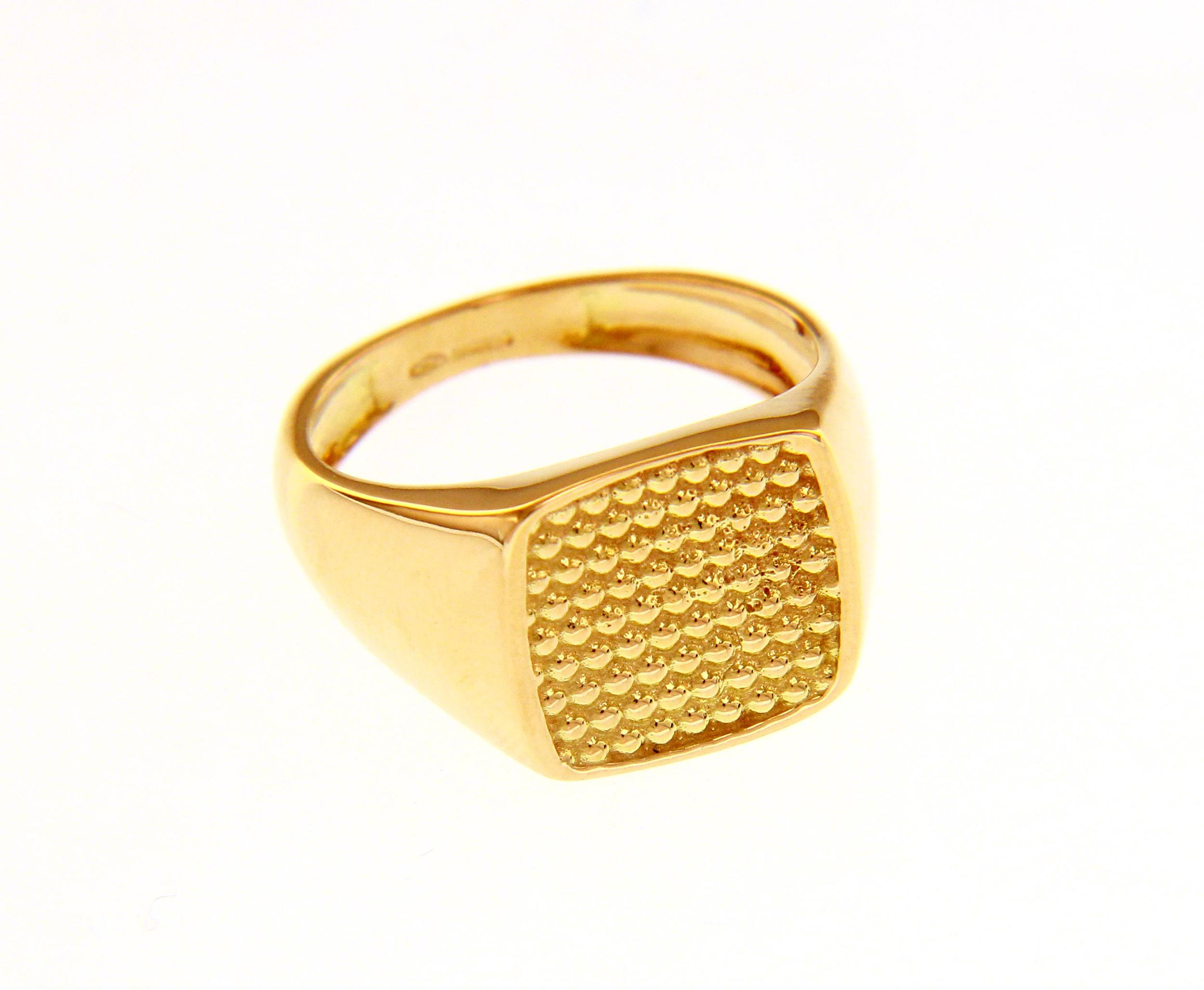 Stylish and bold 18ct Yellow gold ring with Cubic Zirconia